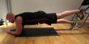 Planka med benlyft